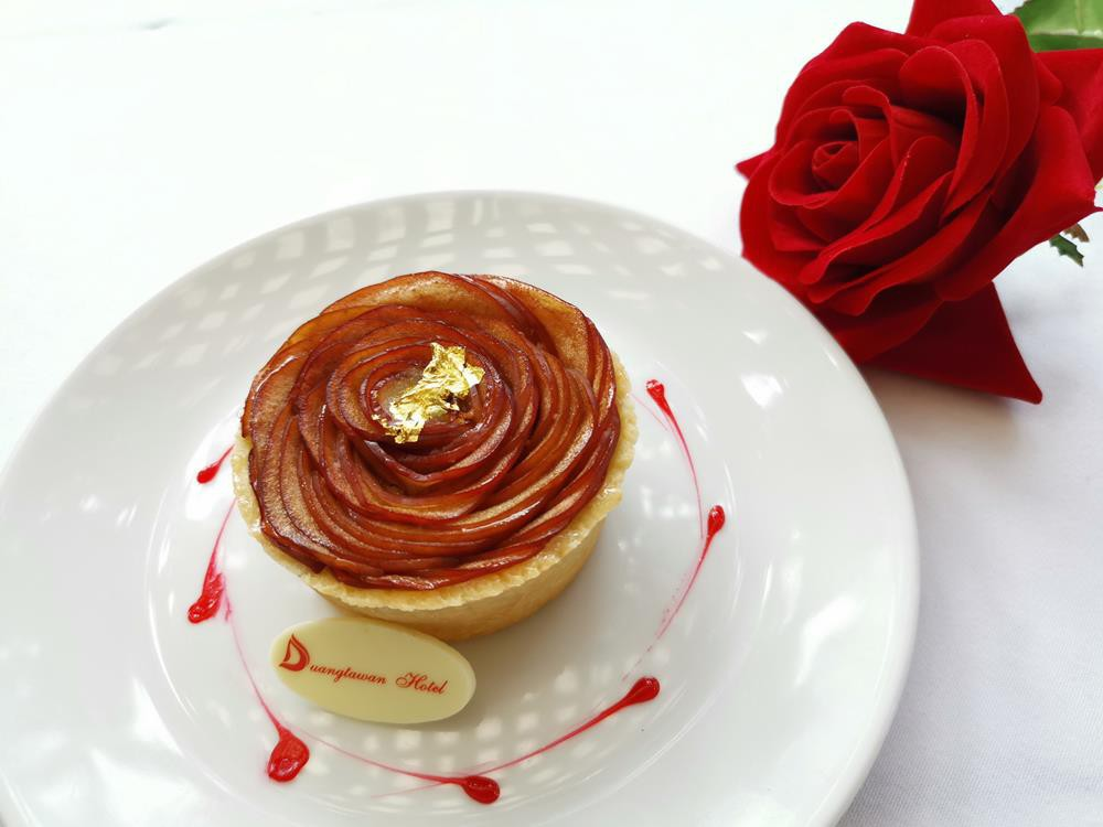 Cake DTW Roses