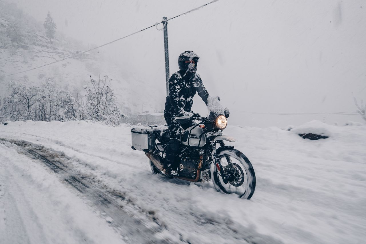 bs vi royal enfield himalayan snow white outdoor 2 be73