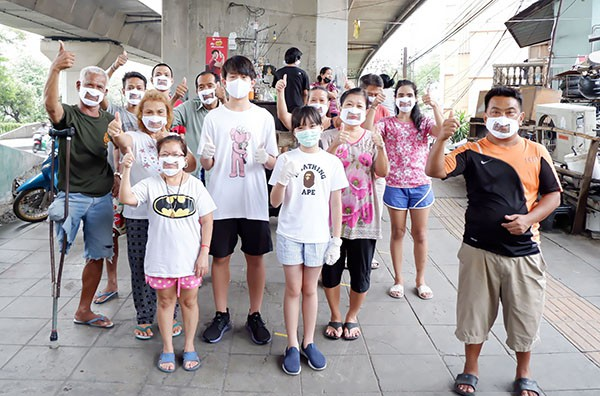 15-year-old child invents deaf-friendly face masks