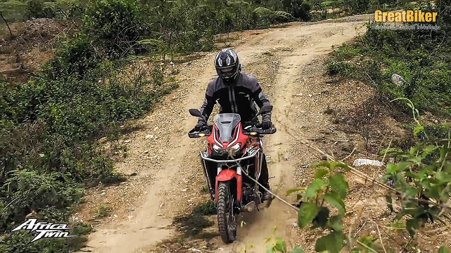CRF1100L Africa Twin Review.00 06 52 23.Still002