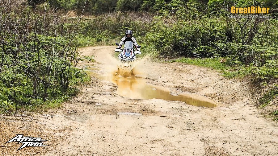 CRF1100L Africa Twin Review.00 07 15 36.Still007