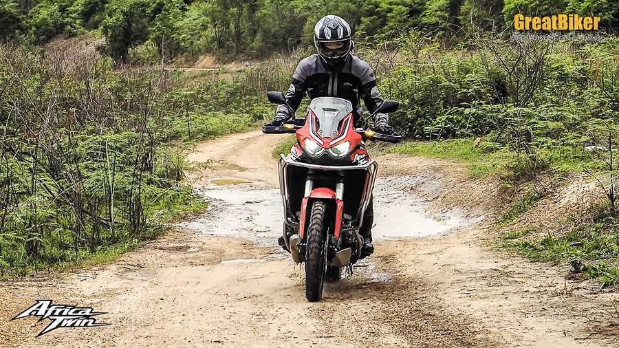CRF1100L Africa Twin Review.00 02 48 03.Still020