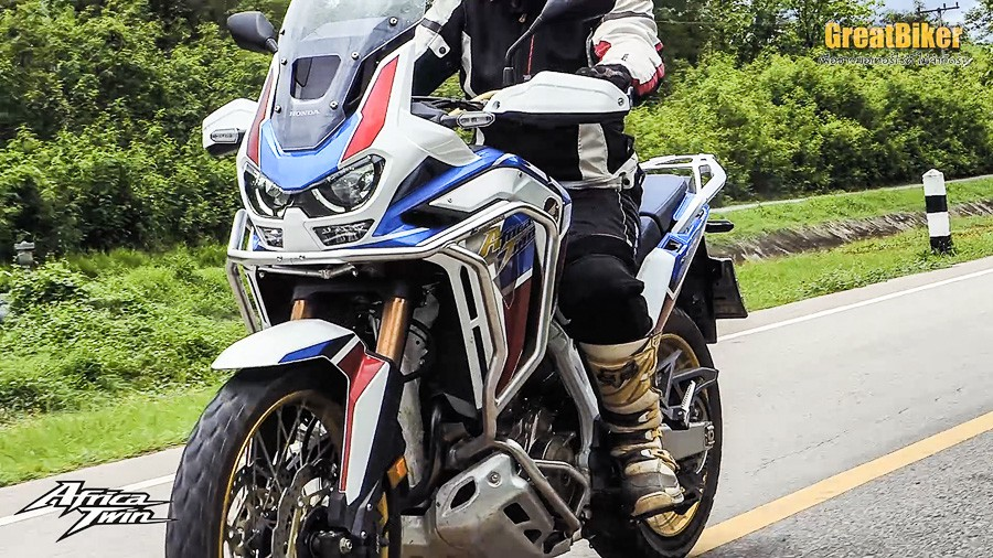 CRF1100L Africa Twin Review.00 01 09 40.Still016