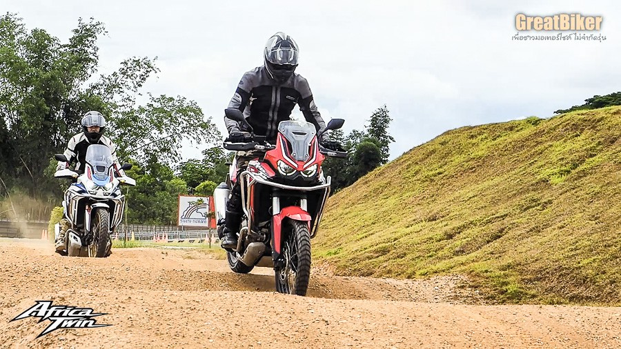 CRF1100L Africa Twin Review.00 04 37 43.Still012